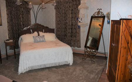 Queen bed with mirror and wardrobe