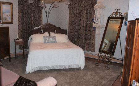 Queen-size adjustable bed